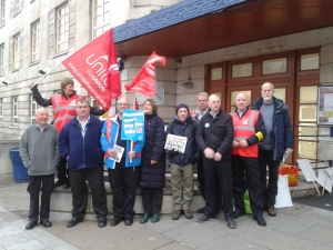 Socialist Party members join the picket line at the LGI